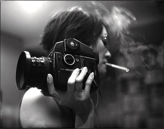 Girl with camera-photography-photos-photo-archive-archival-photos_photographic-pictures