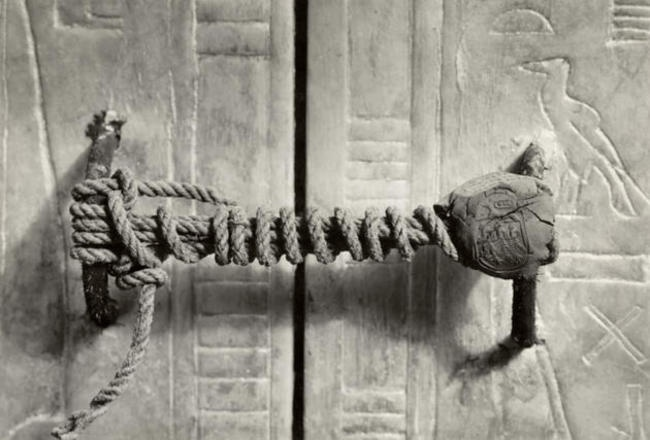 Printing on the tomb of Tutankhamen, 1922. remain intact 3245 years