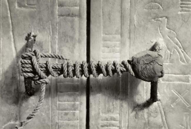 Printing on the tomb of Tutankhamen, 1922. remain intact 3245 years