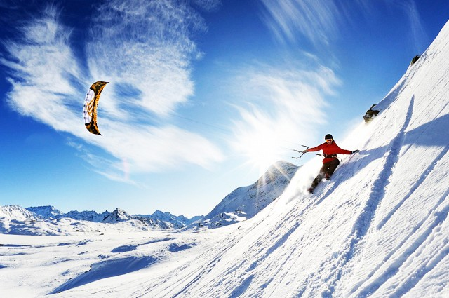 Snowkiting in Iceland