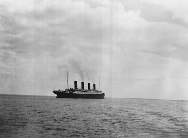 The last photo of the Titanic under water 1912.