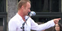 Sting sang «Englishman In New York» in the center of New York City