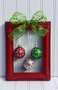 Christmas Picture Frame Wreath